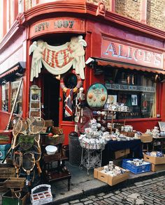 Portobello Road Market Antiques ""