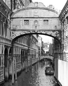 Lord Byron stood on the Bridge of Sighs, seeing the prisoners' final view of Venice. #VCFAwriting #VCFA