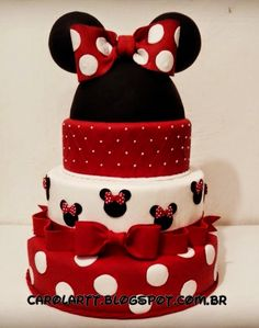 Carol'art Minni Mouse Cake, Bolo Do Mickey Mouse, Mickey And Minnie Cake, Bolo Minnie, Mickey Cakes, Mickey Party, Minnie Mouse Birthday Decorations, Mickey Mouse Birthday, Fake Cake