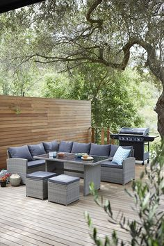 Large Rattan Corner Sofa This giant corner sofa would suit an industrial themed outdoor space. Outdoor Dining Room, Garden Sofa, Rattan Corner Sofa, Garden Furniture Sets, Corner Sofa Garden, Garden Dining Set, Garden Furniture, Teak Patio Furniture, Contemporary Garden