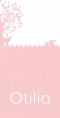 Modern strak geboortekaartje met een lieve uitstraling voor meisjes met een boom en dieren als een hertje en konijntjes in pastel oud roze.