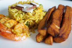 Shrimp Coconut Fried rice with Plantains This is my fool proof coconut fried rice recipe, the secret to good fried rice is to make sure the prepared rice is completely cool before mixing it into the stir fried vegetables. African American Food, West African Food, Nigerian Fried Rice, Nigerian Food, Seafood Recipes, Cooking Recipes, Healthy Recipes, Coconut Fried Rice, Coconut Shrimp