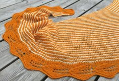 Ravelry: Løvlisjal / Lovely Leaf Shawl pattern by Strikkelisa