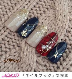 Christmas Nail Designs - My Cool Nail Designs Cute Christmas Nails, Xmas Nails, New Year's Nails, Christmas Nail Art Designs, Holiday Nails, Hair And Nails, Colorful Nail Designs, Cool Nail Designs, Nail Art Noel