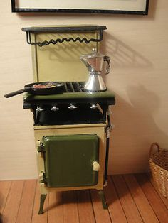 Country Treasure's Stove with Eggs and Bacon Frying Pan Coffee Pot 1:12 scale dollhouse miniature