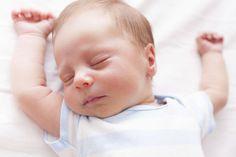 Plötzlicher Kindstod (SIDS): So schläft Ihr Kind sicher. Mit nur einigen Schutzmaßnahmen können Sie das Risiko für Ihr Baby minimieren. Tipps auf familie.de © Thinkstock