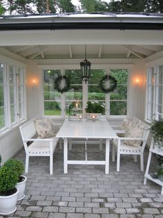 Garden house ♡ Whilst old with idea, this pergola has become encountering a bit of Outdoor Rooms, Outdoor Gardens, Outdoor Living, Outdoor Furniture Sets, Outdoor Decor, Modern Front Yard, Front Yard Design, Garden Cottage, Home And Garden