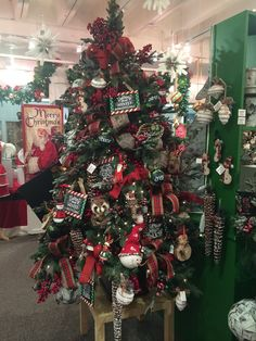 Pin by maryann rotter on Christmas store setup ideas | Pinterest ...