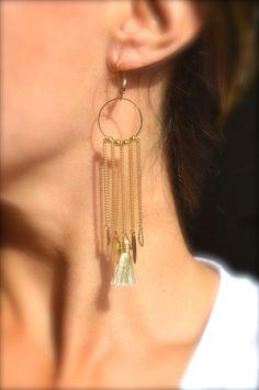 Boucles d'oreille anneau et frange doré, pompon blanc