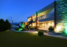 temenos hotel - Google'da Ara Mansions, House Styles, Home Decor, Decoration Home, Manor Houses, Room Decor, Villas, Mansion, Home Interior Design
