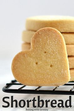 Granny's Shortbread It doesn't get much more Scottish than this! Granny's shortbread is always a winner and so well practised that it's completely foolproof. Shortbread Biscuits, Shortbread Recipes, Biscuit Recipe, Cookies Et Biscuits, Shortbread Cookie Recipe Scottish, Easy Shortbread Cookies, Vanilla Biscuits, Homemade Shortbread, Homemade Breads