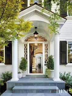 Very inviting Southern Style old world entry way.....enticing me to come stroll through the gardens. But where are they?!