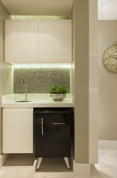 Spare No Expense With Small Kitchen Remodeling – Open Kitchen Designs Creative Office Decor, Business Office Decor, Clinic Interior Design, Home Office Design, House Design, Kitchen Entryway Ideas, Therapy Office Decor, Kitchen Design Open, Nail Designer