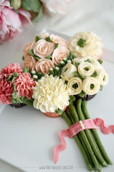 Buttercream Flowers Cupcakes/Bouquet by Make Fabulous Cakes
