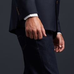 Trying to tell if your blazer works on you? We have some tips on finding the ultimate fit, without visiting a tailor.