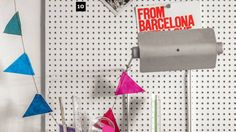 Mural esperto: placa de papel-pluma ajuda a segurar as tachas de fotos e bilhetes