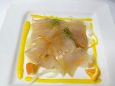 Pez espada ahumado, ensalada de hinojo y naranja, salsa de pimiento amarillo @Il bistrot del Mare - Puereto Calero
