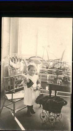 ka20286 Kinderwagen Puppe Kind Maedchen  Kat. Kinder