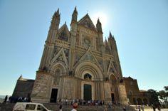 Il Duomo, da sempre, è intitolato alla Madonna Assunta. E' il principale luogo di culto cattolico di Orvieto, in provincia di Terni, sede vescovile  della diocesi di Orvieto-Todi e capolavoro dell'architettura gotica dell'Italia centrale. Il Duomo di Orvieto è una delle massime realizzazioni artistiche del tardo medioevo italiano. La facciata del Duomo si presenta armoniosa, bella, equilibrata e uniforme nello stile.