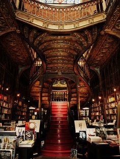 Livraria Lello bookshop in Porto, Portugal. I want a home library that looks like this! Beautiful Library, Dream Library, Library Room, Livraria Lello Porto, Harry Potter Film, Home Libraries, Stairway To Heaven, Book Nooks, Stairways