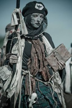 These Conquest of Mythodea photos from 2013 showcase the ever growing and always menacing undead army. The Untotes Fleisch. Fantasy Armor, Medieval Fantasy, Dark Fantasy, Medieval Dress, Post Apocalyptic Costume, Post Apocalyptic Fashion, Fantasy Inspiration, Character Inspiration, Larp