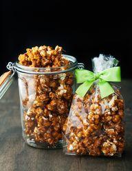 Bourbon caramel popcorn recipe ~ Use real butter Gourmet Popcorn, Popcorn Recipes, Snack Recipes, Dessert Recipes, Cooking Recipes, Snacks, Flavored Popcorn, Sugar Scrub Homemade, Sugar Scrub Recipe