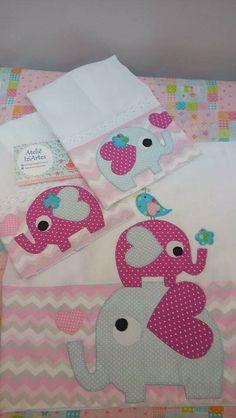 Fra Applique Templates, Applique Designs, Baby Crafts, Diy And Crafts, Burp Cloth Tutorial, Chicken Crafts, Baby Embroidery, Baby Towel, Patch Aplique