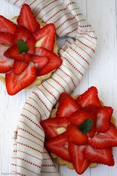Delicious Shots: Cardamom Strawberry Tartlets