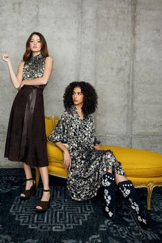 Alice + Olivia Pre-Fall 2020 Fashion Show Collection: See the complete Alice + Olivia Pre-Fall 2020 collection. Look 22 Alice Olivia, Fashion 2020, High Fashion, Vogue Paris, London Fashion Weeks, Cute Fall Outfits, Fashion Show Collection, Models, Beauty