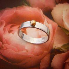 Guldkulring i silver! 💛♡💛♡💛Slät #silverring har fått sig en guldkulboll fastlödd. Gravyren är på insidan på dem här ringen. Jag älskar att få smida era härliga ringar och #smycken! Det känns som om man får vara med om någonting viktigt när jag står därute i min älskade lilla silververkstad om dagarna!... 💖 Instagram Widget, Personalized Jewelry, Wedding Rings, Engagement Rings, Personalised Jewellery, Enagement Rings, Custom Jewelry, Diamond Engagement Rings, Wedding Ring