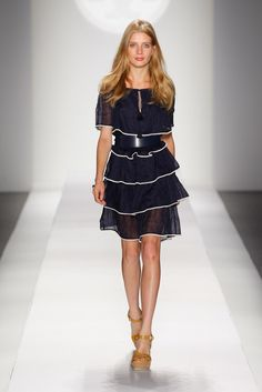 Tory Burch Spring 2011 Ready-to-Wear Fashion Show - Anna Iaryn