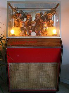 Bij de V&D, was er niet bij weg te slaan! Als je er een dubbeltje indeed begonnen de aapjes muziek te maken!