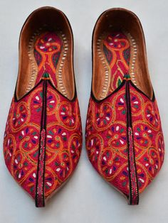JJ17000303 Traditional Fulkari Work Inspired Colorful Men's Juti Punjabi Mojari Shoes