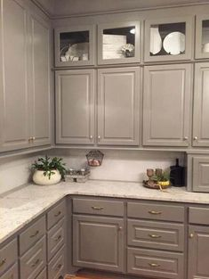 25 Trendy kitchen paint cabinets colors cupboards - home/home Taupe Kitchen Cabinets, Kitchen Cabinet Colors, Kitchen Paint, Kitchen Redo, Kitchen Tiles, Kitchen Colors, New Kitchen, Eclectic Kitchen, Kitchen Modern