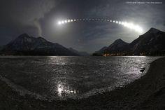 Secuencia fotográfica de un eclipse lunar en abril de 2004 realizada en el lago Waterton en Alberta Canadá. Foto: Yuichi Takasaka