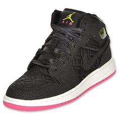 Without a doubt, one of, if not the most influential sneaker ever. The Air Jordan Retro 1 is what started it all. Features full-length Zoom Air, a leather upper, minimal stitching and a mesh inner lining.