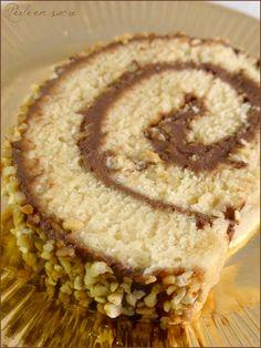 Quick and easy chocolate roll log {vegan} - Sugar pearl - Emmy Week Flan, Mini Stollen, Crockpot Recipes, Cooking Recipes, Yule Log Cake, Parfait Desserts, Chocolate Roll, Cooking Quotes, Vegan Sugar
