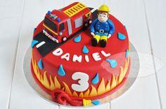 Sam the fireman - Cake - Feste Geburtstag Firefighter Birthday Cakes, Thomas Birthday Cakes, Truck Birthday Cakes, Fireman Birthday, Fireman Party, Fire Engine Cake, Fireman Sam Cake, Fire Fighter Cake, Novelty Cakes