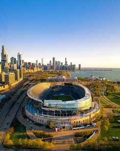 Already missing ☹️ was it true? Or just a beautiful dream? Chicago Usa, Chicago City, Chicago Skyline, Chicago Illinois, Chicago Bears Pictures, Chicago Photos, Stadium Architecture, Baseball Park, Soldier Field
