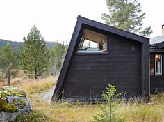 cabin extention in Hedalen/ designed by architect Per Martin Tiny House Cabin, Cabin Homes, Norway House, Off Grid, Micro House, Little Cabin, Cabin Design, Cabins In The Woods, Beautiful Buildings