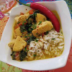 """🔥 Curry Thai de Pollo 🔥 🌶️ Hoy os traemos una variante del curry tailandés, un plato de muy fácil preparación con un sabor espectacular. Un auténtico manjar, insisto en que le deis una oportunidad, incluso los no muy fans del coco, en este plato queda riquisimo! 🍗 El curry thailandes es más """"sopa"""" que el curry indio, más espeso. El caldo tiene que quedar ligero, frangante y potente. Podéis ajustar el punto del picante a vuestro gusto 😉 🍲 Ingredientes para 6 raciones: 🥥 1 Litro leche… Pollo Thai, Coco, Thai Red Curry, Dinners, Ethnic Recipes, Milk, Opportunity, Dinner Parties, Diners"""