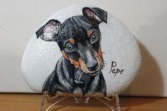 Questo è il ritratto di Pepe. L'ho fatto su un sasso trovato nella Sieve.