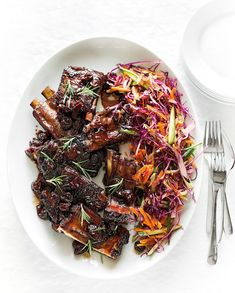 Roasted Spare Ribs with Rosemary, Spicy Cherry Sauce and Slaw. Spare ribs are great any time of the day, especially accompanied by rosemary and a wintry cherry sauce. Slaw Recipes, Rib Recipes, Bacon Recipes, Real Food Recipes, Cooking Recipes, Cherry Salsa, Easy To Cook Meals, Pork Bacon, Spare Ribs