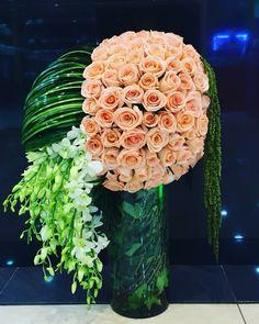 Unique shapes and placement Tropical Flower Arrangements, Modern Floral Arrangements, Rose Arrangements, Beautiful Flower Arrangements, Unique Flowers, Floral Centerpieces, Tropical Flowers, Beautiful Flowers, Flowers Nature