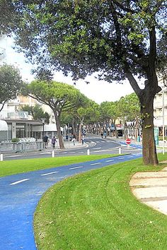 Bike path through the Piazza Nember, Comune di Jesolo, Italy. Click image for link to full profile and visit the slowottawa.ca boards >> https://www.pinterest.com/slowottawa/