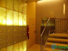 Decoración de zona de buzones http://www.espaciosvives.es/trabajo/reforma_decoracion_interior_portal_comunidad_zaragoza