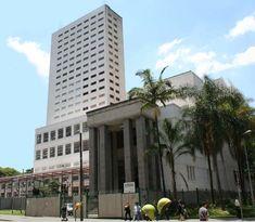 Biblioteca Mario de Andrade 1925. Se localiza em São Paulo e foi construída pelo arquiteto francês, Jacques Pilon.