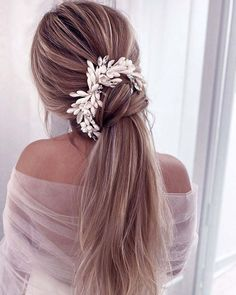 36 Hottest Bridesmaid Hairstyles For 2021 + Tips & Advice ❤ #weddingforward #wedding #bride #bridesmaidhairstyles #bridalbeauty