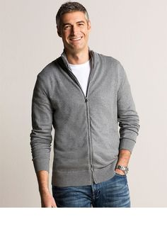 a solid color sweater and jeans make for a great fall/early winter outfit for outdoor or indoor sessions