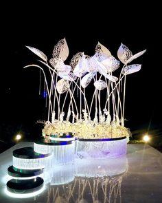 То, что ночью это будет красиво - мы ожидали. Но что настолько... и представить не могли! Два часа я просто сидела и смотрела... с разных сторон... и не хотела уходить... Wedding planner: @csskhv Decor: @annapotapenkoru Lighting designer: @ljkirillighting Июль 21, 2017 #perinkofamily #weddingdecor #annapotapenkoru #декорсвадьбыхабаровск #декорсвадьбывладивосток #свадьбавладивосток #свадьбавхабаровске #свадьбаблаговещенск #оформлениесвадьбыхабаровск #выезднаярегистрацияхабаровск